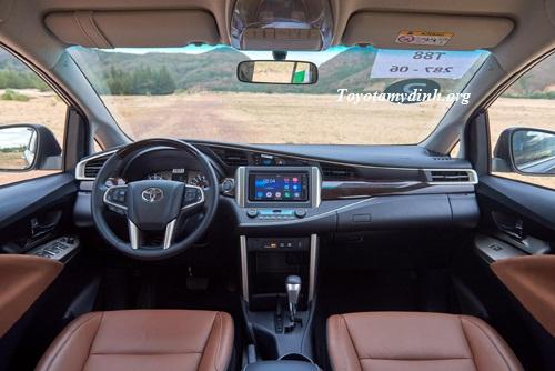 Toyota-Innova V-2016-trong-xe