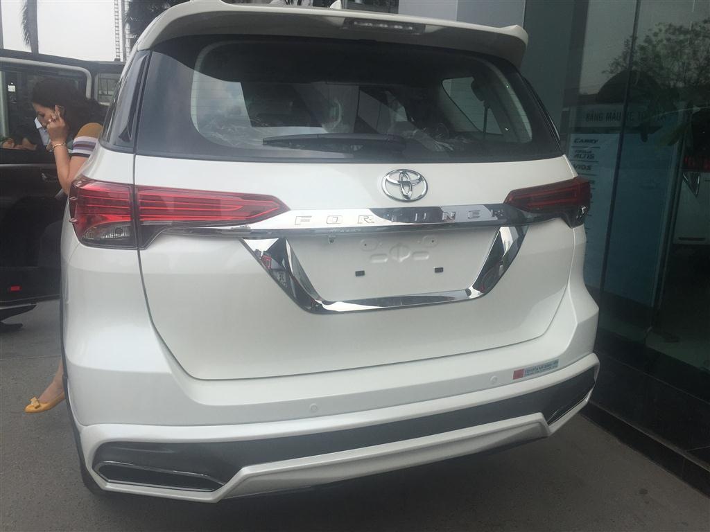 fortuner-2017-do-bodykit-phia-sau