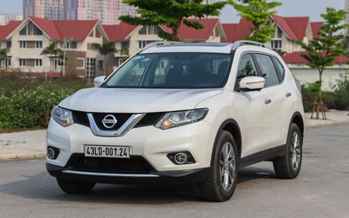Nissan X-trail có hai bản lắp ráp động cơ 2.0: giá 998 triệu và 2.5:1.198.000.000 VNĐ