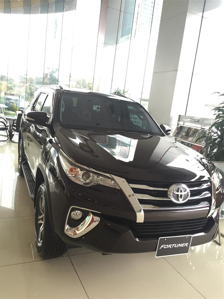 Fortuner số tự động 1 cầu mầu nâu giao luôn tại Toyota mỹ đình