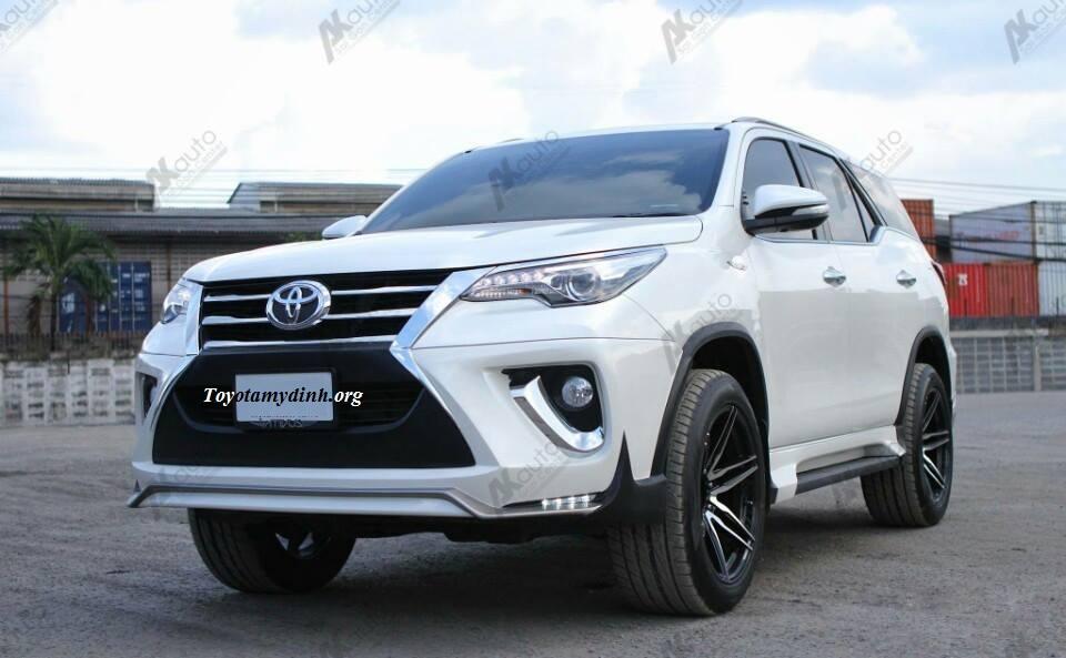 Toyota fortuner V một cầu mầu trắng độ body kit giao luôn tại Toyota mỹ đình
