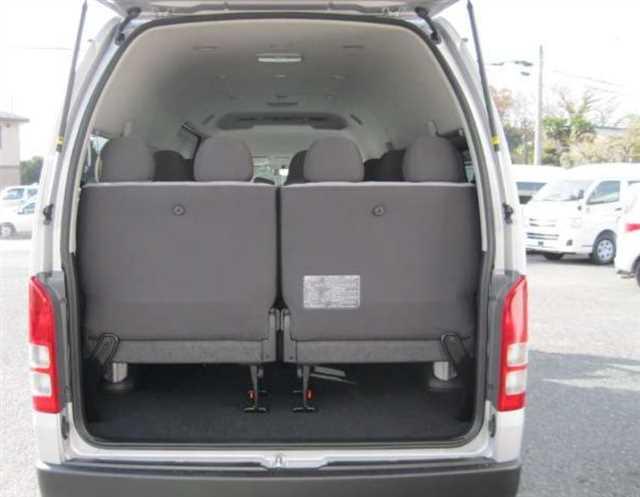 Toyota-Hiace 2014-02
