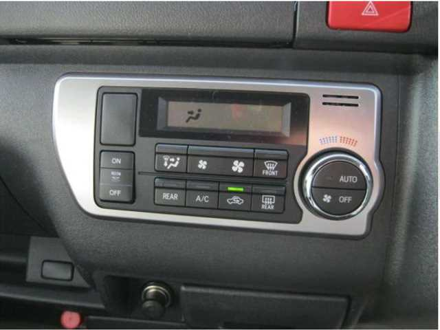 Toyota-Hiace-2014-07