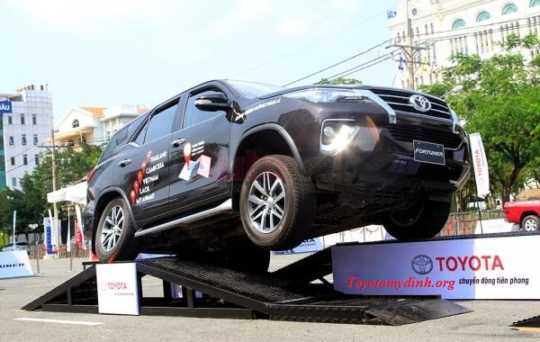 lai-thu-xe-fortuner-2017-toyota-my-dinh-01